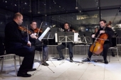 Камерная музыка в зале Парфенона музея Акрополя в Афинах