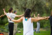 Китайская гимнастика Tai Chi для продвинутых в парке Центра культуры Фонда Ставроса Ниархоса в Афинах