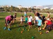 Семейные игры в парке Центра культуры Фонда Ставроса Ниархоса в Афинах
