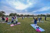 Mat Pilates для продвинутых в парке Центра культуры Фонда Ставроса Ниархоса в Афинах