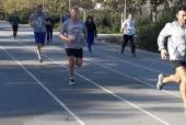 Командный бег в афинском парке Центра культуры Фонда Ставроса Ниархоса